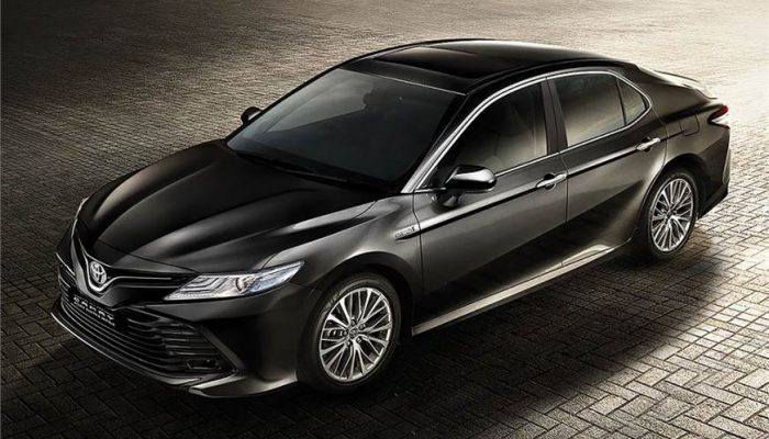 2019 Toyota Camry Hybrid Launched In India