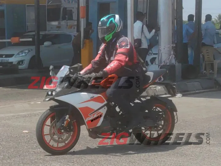 New KTM RC125 spotted testing on public road